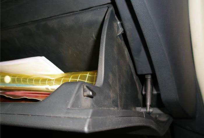 丰田雅力士空气和空调过滤器更换