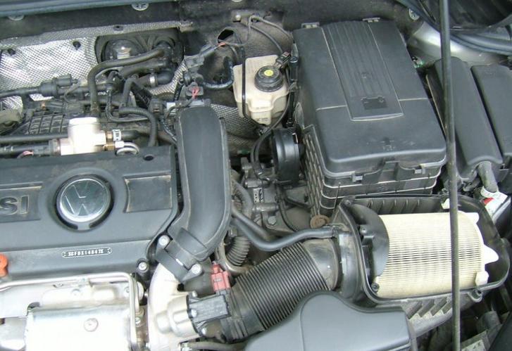 更换空调滤  拆副驾驶脚部空间隔板
